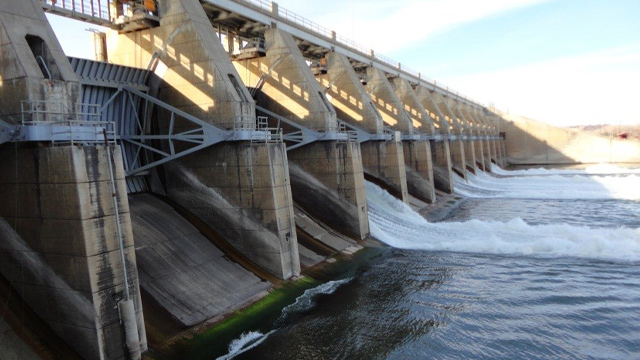 Rehabilitation of Spillway Gates at Gavins Point Dam